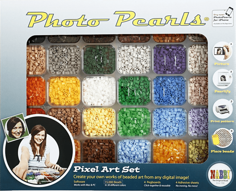 Framsidan av PhotoPearls-startpaketet med pärlor sorterade i ett tråg.